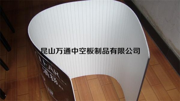 广告板背面材料为中空板